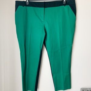 NWT Ava & Viv Black and Green Capris - 26